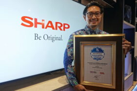 Penganugerahan Piagam Indonesia Best Corporate Sustainability  Initiative yang diraih oleh Sharp Indonesia. (Istimewa)