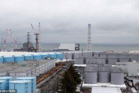 Tangki penuh dengan air radioaktif di Fukushima. (Reuters)