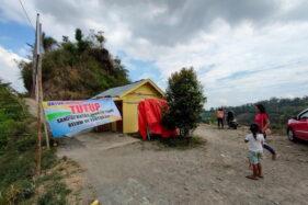 Pengunjung tiba di pintu masuk Wisata Soko Langit, Desa Conto, Kecamatan Bulukerto, Kabupaten Wonogiri, Agustus lalu. Mereka tak bisa masuk karena tempat wisata ditutup. (Solopos/Rudi Hartono)