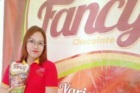 Rika Pujiastuti P.W dengan produknya Fancy Chocolate (istimewa)