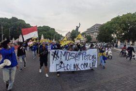 Polisi Kecele, Mahasiswa Solo Gelar Aksi Soloraya Menggugat di Balai Kota