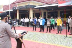 Wakapolres Grobogan Kompol Prayudha Widiatmoko saat apel dan deklarasi menolak anarkisme di halaman Mapolres Grobogan, Senin (19/10/2020). (Istimewa-Polres Grobogan)