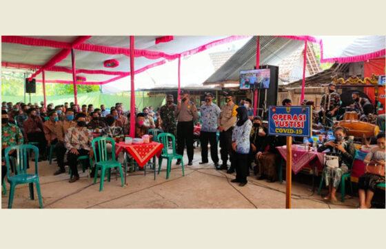 Hajatan disertai hiburan campursari di Dukuh Singge, Desa Poleng, Gesi, Sragen, dibubarkan aparat polisi dan TNI, Kamis (1/9/2020). (Istimewa-Polsek Gesi)