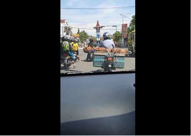 Video Viral Pengendara Motor Bawa Jenazah Di Jalanan Boyolali, Ternyata Begini Ceritanya
