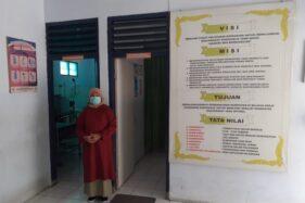 Siti Sulistiowati, seorang nakes rumah bersalin Puskesmas Sukoharjo yang sembuh dari Covid-19, Senin (19/10/2020). (Solopos/Bony Eko Wicaksono)