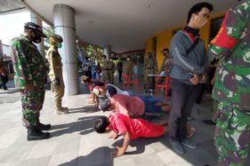 Sejumlah anak zaman now terjaring operasi masker tim gabungan Pemkab Sukoharjo bersama TNI/ Polri, Selasa (20/10/2020). (Solopos/Indah Septiyaning W.)