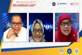 Wakil Rektor Unair, Prof. Dr. Dra. Ni Nyoman Tri Puspaningsih, MSi. (kanan); Presiden Direktur Solopos Grup Arif Budisusilo (kiri) dan Pemimpin Redaksi Solopos Rini Yustiningsih dalam talkshow
