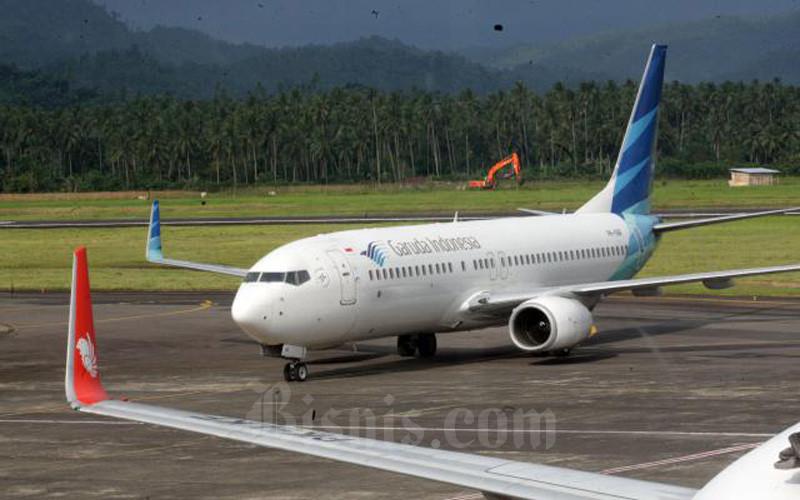 Foto dokumentasi pesawat milik maskapai penerbangan Garuda Indonesia di Bandara internasional Sam Ratulangi Manado, Sulawesi Utara. (Bisnis-Dedi Gunawan)