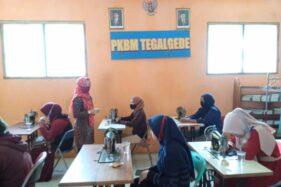 Terima Program PKW, PKBM Tegalgede Karanganyar Latih Menjahit 30 Perempuan Terdampak Covid-19