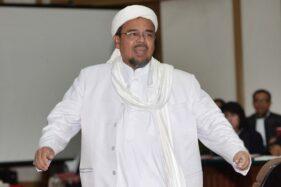 Pemimpin Front Pembela Islam (FPI) Rizieq Shihab mengikuti sidang ke-12 perkara penodaan agama dengan terdakwa Gubernur DKI Jakarta Basuki Tjahaja Purnama (Ahok), di Gedung Kementerian Pertanian, Jakarta Selatan, Selasa (28/2/2018). (Bisnis-Reuters)