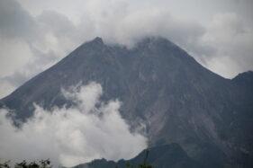 Penampakan Gunung Merapi dari wilayah Desa Balerante, Kecamatan Kemalang, Klaten, Jumat (13/11/2020). (Solopos/Taufik Sidik Prakoso)