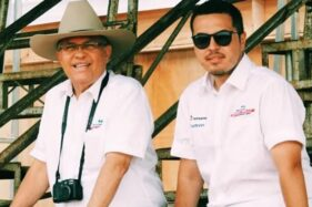Helmy Sungkar dan putranya, Rifat Sungkar (kanan). (okezone.com)