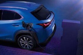 Pengisian listrik Lexus UX 300e. (Lexus)