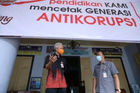 Gubernur Jateng Ganjar Pranowo meninjau persiapan simulasi pembelajaran tatap muka di SMAN 3 Semarang, Selasa (24/11/2020). (Semarangpos.com/Humas Pemprov Jateng)