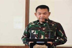 Pangdam Jaya/Jayakarta Mayjen Dudung Abdurachman mengecek kesiapan pasukan di Monumen Nasional (Munas) Jakatya, Jumat (20/11/2020). (Bisnis-Istimewa)