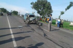 Kondisi mobil Daihatsu Xenia yang terlibat kecelakaan di jalan Sragen-Ngawi, Toyogo, Sambungmacan, Sragen, Rabu (25/11/2020). (Istimewa/David Efendi)