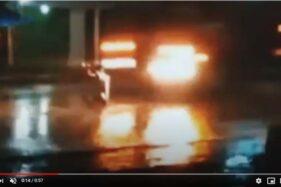 Detik-detik truk Pertamina menabrak orang yang duduk bersila di tengah jalan di Madiun. (youtube)