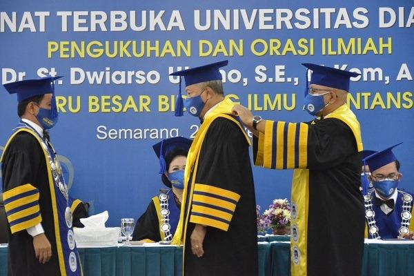 Hari Guru, Udinus Semarang Kukuhkan Guru Besar Ilmu Akuntansi