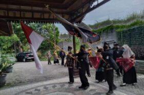 Perwakilan penyehat tradisional berbaris saat akan memasuki ruang penyerahan STPT di Ataya Hotel, Boyolali, Selasa (24/11/2020). (Solopos.com-Bayu Jatmiko Adi)