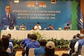 Kader PAN Solo dan Jateng mendengarkan pengarahan Ketua Umum PAN, Zulkifli Hasan di Hotel Lor In Solo, Kamis (26/11/2020) malam. (Solopos.com-Kurniawan)
