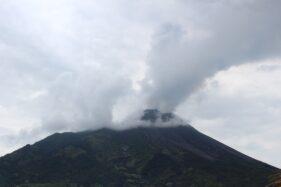 Gunung Merapi terlihat dari pos pengamatan Jrakah, Kecamatan Selo, Kabupaten Boyolali, Jumat (27/11/2020). (Solopos/Bayu Jatmiko Adi)