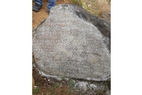 Foto Batu Prasasti yang ditemukan di Dusun Dukuh, Desa Karanglo, Kecamatan Tawangmangu. (Istimewa/Dokumentasi Disdikbud Karanganyar)