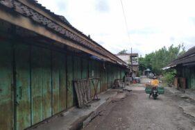 Pasar Didal, Desa Dibal, Kecamatan Ngemplak, Kabupaten Boyolali, ditutup sementara untuk mengantisipasi persebaran Covid-19, Senin (30/11/2020). (Solopos/Bayu Jatmiko Adi)