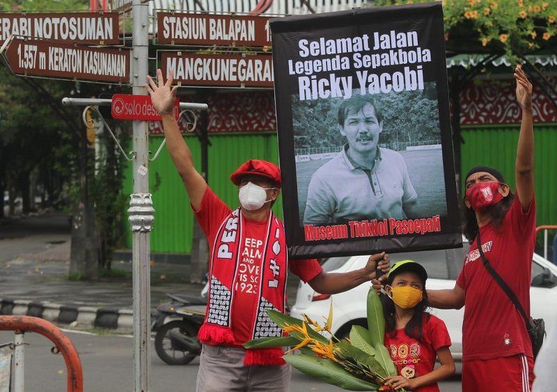 Penghormatan Sederhana Warga Solo untuk Legenda Arseto Ricky Yacobi