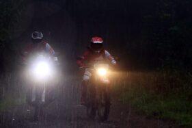 Ada beberapa tips agar tetap aman berkendara saat hujan (ilustrasi/istimewa)