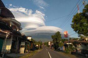 10 Berita Terpopuler : Ada Awan Topi di Puncak Lawu
