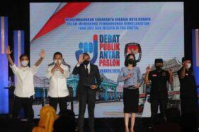 Dua pasangan calon wali kota-wakil wali kota menyampaikan salam seusai debat perdana Pilkada Solo di The Sunan Hotel, Jumat (6/11/2020). (Solopos/Nicolous Irawan)