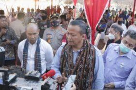 Menteri Kelautan dan Perikanan Edhy Prabowo saat berkunjung ke NTT Jumat (28/8/2020). (Antara)