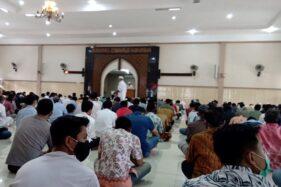 Jemaah Salat Pun Disisir demi Pembiasaan 3M di Masjid Al Falah Sragen