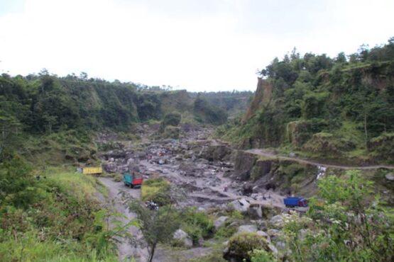 Aktivitas pertambangan manual di alur Kali Woro, Kecamatan Kemalang, Klaten,  Rabu (8/7/2020). (Solopos-Taufiq Sidik Prakoso)
