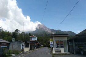 Penampakan Gunung Merapi dari wilayah Pelemsari, Umbulharjo, Cangkringan, Sleman, DIY, Minggu (22/11/2020).(Hafit Yudi Suprobo/Harianjogja.com)