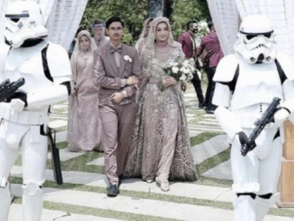Bikin Iri Fans Star Wars, Pernikahan Ini Dikawal Stromtrooper