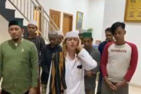 Pria yang melafalkan azan hayya alal jihad. (tangkapan layar)