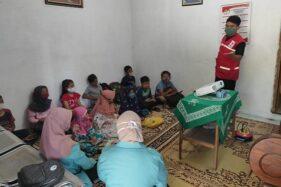 Anggota Palang Merah Remaja (PMR) Sukoharjo memberikan materi protokol kesehatan dan adaptasi kebiasaan baru pencegahan Covid-19 di Kelurahan Joho, Kecamatan Sukoharjo, Jawa tengah, Senin (30/11/2020). (Solopos.com-Istimewa-Ismoyo Sidiq)