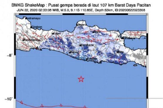 Ilustrasi Badan Meteorologi, Klimatologi, dan Geofisika (BMKG) yang mencatat pusat gempa (tanda bintang merah) yang mengakibatkan gempa bumi bermagnitudo 5,0 terjadi di Kabupaten Pacitan, Jawa Timur, Senin dini hari (22/06/2020). (Antara-Tangkapan layar bmkg.go.id/pri)