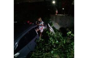 Kondisi mobil yang dihantam kereta api di di persimpangan tanpa palang, Ngebuk, Gemolong, Sragen, pada Selasa (1/12/2020) malam. (Istimewa)
