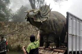 Viral! Video Dinosaurus Ngamuk Diturunkan dari Truk di Magetan Bikin Heboh
