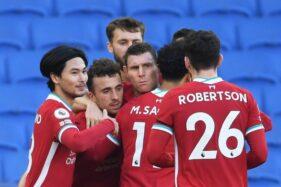 Para pemain Liverpool merayakan gol. (REUTERS/Mike Hewitt)
