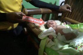 Bayi perempuan ditemukan di teras masjid Al-Falah, Desa Tiron, Kecamatan/Kabupaten Madiun, Jumat (4/12/2020). (Madiunpos.com-Abdul Jalil)