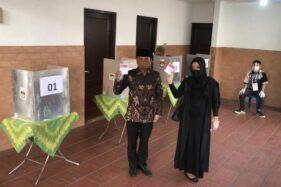 Kenakan Batik Truntum ke TPS, Cawali Solo Bagyo Wahono Optimistis Menang