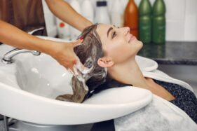 Masih Takut ke Salon, Berikut 5 Tips Hair Spa di Rumah