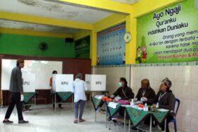 TPS Unik di Sragen, Anggota KPPS Pakai Surjan Sediakan Bilik Khusus di Ruang Keranda