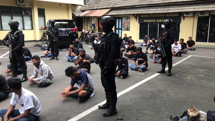 10 Berita Terpopuler : Kantor BPR di Solo Digeruduk, Polisi Tangkap 37 Orang