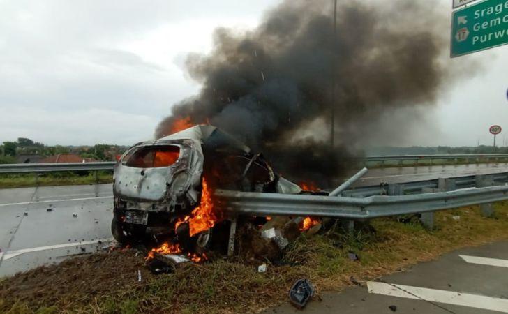 Mobil Terbakar di Tol Sragen Dekat Gerbang Pungkruk