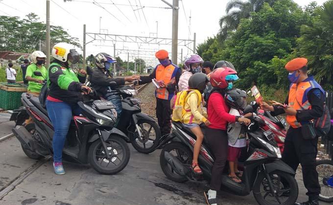 Pelanggar Rambu di Perlintasan KA Bisa Didenda Rp750.000, Ayo Disiplin!