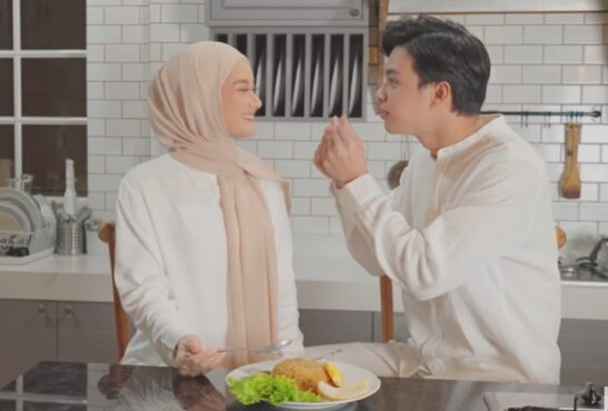 Rey Mbayang dan Dinda Hauw di video klip Kuyakin Bahagia (Youtube/Falcon Music Indonesia).